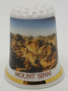 Dedal de cerámica con motivos egipcios del Monte Sinai. Birchcroft. Inglaterra.