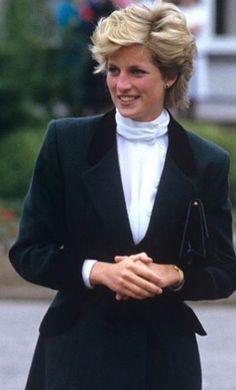Elegant Princess ❤️ D Spencer Family, Lady Diana Spencer, Royal Princess, Princess Of Wales, Princess Diana Fashion, Camilla Parker Bowles, Princes Diana, Royal Life, Queen Of Hearts