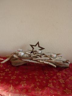 Treibholz Advendsgesteck liebevoll zusammengestellt mit vier Teelichter und einem grossen Roststern. Das Treibholz stammt aus dem Tessin-Schweiz. T...