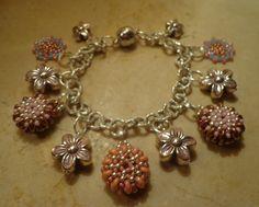 Bracciale con ciondolini realizzati con Superduo e Miyuki più altri in metallo : Braccialetti di patrizia-bijoux