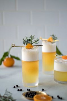 Juniper + Tangerine Gin Fizz — All Purpose Flour Child I couldn't let this holiday season pass without crafting a fun and seasonal cocktail! I'm taking advantage of all the gorgeous Winter citrus starting to pop up at the markets and combining it… Cocktails Vin, Craft Cocktails, Party Drinks, Cocktail Drinks, Cocktail Recipes, Alcoholic Drinks, Fizz Drinks, Beverages, Gin Fizz