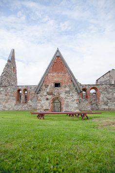 Pälkäneen Rauniokirkko Grave Monuments, St Michael, Helsinki, Great Places, Finland, Nature Photography, Hiking, Graveyards, Cabin