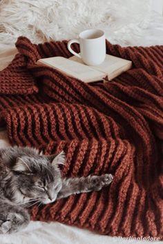 Easy Crochet Blanket, Chunky Blanket, Chunky Crochet, Afghan Crochet Patterns, Afghan Blanket, Simple Crochet, Crochet Stitches, Cozy Aesthetic, Cozy Blankets