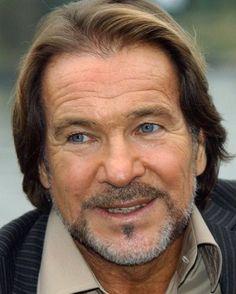 Ein ganz großartiger Schauspieler ist gestorben,er wurde 77 Jahre alt. Götz George