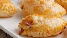 Piroger med ost og skinke Tapas, Hamburger, Dairy, Bread, Cheese, Dinner, Cooking, Joker, Foods