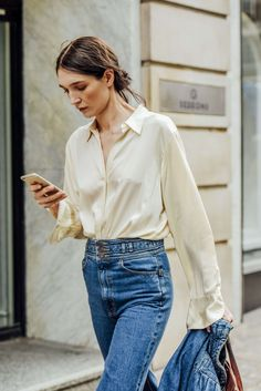 woman outfit of inspire _ white shirt & denim pants - DIMANCHE Mode Style, Style Me, Retro Style, Classic Style, Shop Carol, Women's Dresses, Cut Up Shirts, Silk Shirts, Denim Shirts Women