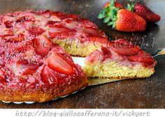 Torta rovesciata alle fragole senza burro e olio, ricetta veloce, dolce con fragole, ricetta facile, dolce da merenda, colazione, torta sofficissima alla frutta