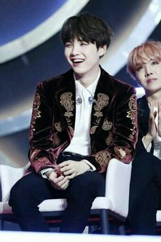 Yoongi is looking at something... (click into my board to see what c;)