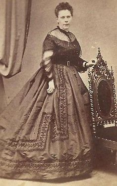 CDV PHOTO LOVELY VICTORIAN WOMAN STUNNING ELEGANT HUGE HOOP FASHION DRESS N.J.