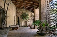 Návrh domu postaveného v roce 1934 je inspirovaný klasickými italskými vilami stavěnými v 17 století.