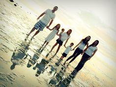 Family Beach photos by cynthia Family Beach Poses, Family Beach Pictures, Beach Images, Beach Photography, Family Photography, Photography Ideas, Beach Fun, Beach Pics, Beach Trip