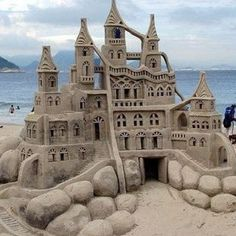 These 23 sand sculptures are going to amaze you. With such great detail and massive height, it's pretty hard to believe they're actually made of sand! Snow Sculptures, Sculpture Art, Driftwood Sculpture, Jandy Nelson, Snow Art, Festivals Around The World, Art Festival, Beach Art, Beach Play