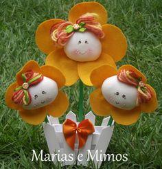 Trio de flores Christmas Ornaments, Holiday Decor, Home Decor, Baby Dolls, Flowers, Decoration Home, Room Decor, Christmas Jewelry, Christmas Decorations