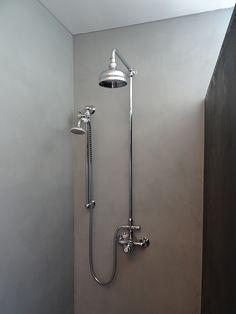 Beton ciré in de kleur Steen 3 (grijs) De kosten voor het aanbrengen + materiaal (badkamer) vanaf €130 per m2 excl. BTW. Verwerker: Stukadoorsbedrijf Frits Kool uit Veenendaal