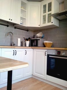 Kitchen Pantry Storage, Kitchen Cabinet Design, Ikea Kitchen, Kitchen Flooring, Kitchen Living, Kitchen Decor, Kitchen Cabinets, Beautiful Kitchen Designs, Beautiful Kitchens