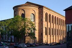 La Basílica de Constantí de Trèveris (Konstantinsbasilika en alemany), anomenada també Aula Palatina, és una construcció de maons de planta rectangular, datada l'any 310 i situada a la ciutat de Trèveris, Alemanya