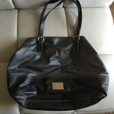 Large Nine West Purse Cute Nine West purse with lots of room for everything. Nine West Bags Hobos