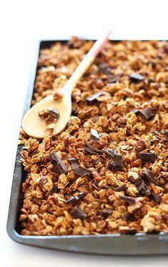 SALTY-SWEET Almond Joy Granola! Crispy oats and almonds, coconut flakes and dark chocolate #vegan