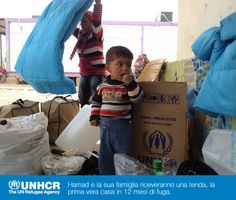 Hamad e la sua famiglia hanno dovuto lasciare la #Siria, arrivando finalmente al Domiz Camp, nel nord dell'#Iraq. Qui con l'aiuto di #UNHCR, hanno ricevuto materassi, coperte e utensili da cucina. Avranno a disposizione anche una tenda, la prima vera casa, in oltre 12 mesi dalla fuga.