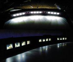 Imagen superior:Tiras de LEDs alimentadas a 12V.  Imagen Inferior: Tiras de LEDs alimentadas a 8V.