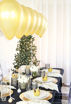 A dinner party table setting with balloons will wow your guests with an unexpected focal point, perfect for Christmas or New Years Eve parties. More