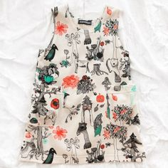Aarekid - organic fores dress. Finnish label whimsical print dress features an enchanted forest full of bears, birds and foliage with the occasional bucktoothed squirrel.