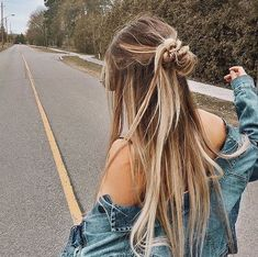 Uploaded by Jette. Find images and videos about girl, style and hair on We Heart It - the app to get lost in what you love. Cute Hairstyles For Teens, Summer Hairstyles, Pretty Hairstyles, Teen Hairstyles, Sporty Hairstyles, Halloween Hairstyles, Simple Hairstyles, Hairstyle Short, Dress Hairstyles