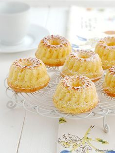 Muffins from cottage cheese Ingredients: Cottage cheese (dry) - Butter - 150 g Eggs - 2 pcs. Vanilla sugar g) - 1 package Sugar - 150 g Baking Spicy Recipes, Baking Recipes, Sweet Recipes, Russian Desserts, Russian Recipes, Breakfast Casserole With Biscuits, Cottage Cheese Recipes, Good Food, Yummy Food