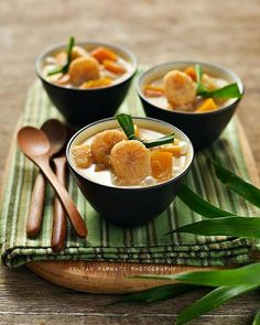 Kolak Pisang Labu Indonesian Desserts, Indonesian Cuisine, Malaysian Dessert, Food Photography Tips, Exotic Food, Morning Food, International Recipes, Food Design, Food Plating