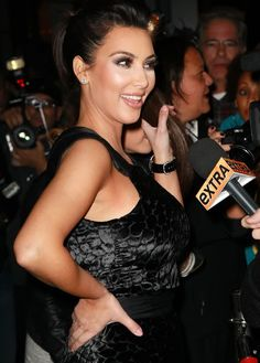 http://forum.purseblog.com/celebrity-news-and-gossip/the-kim-kardashian-thread-9-a-645979-187.html