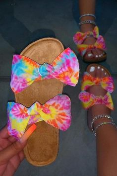 Pretty Sandals, Cute Sandals, Pretty Shoes, Fashion Slippers, Fashion Shoes, Fluffy Shoes, Cute Slides, Aesthetic Shoes, Fresh Shoes