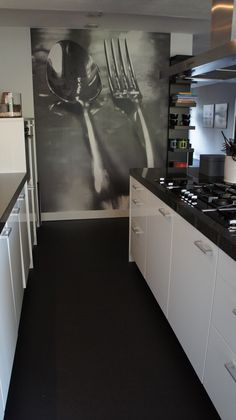 Fotobehang in keuken Black Kitchens, Home Kitchens, Small Space Design, Painting Wallpaper, Modern Interior Design, Home Deco, Home And Living, Decoration, Kitchen Decor