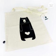 Baumwolltasche mit langen Henkeln, Farbe natur, Plotterdruck Bär Abmessungen: 38 x 42 cm Preis: € 12,- Jetzt bestellen: http://www.popcut.at/diy/webshop/