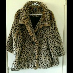 Torrid cheetah coat Adorable cheetah coat only worn twice in like new condition. Truly a stunning piece. Not only is it stylish but it's definitely warm and comfy! Sleeves are not full length. *open to offers. #torrid #torrid2 #torrid coats torrid Jackets & Coats Pea Coats