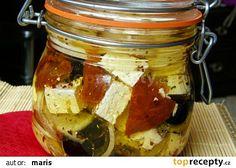Nakládaný balkánský sýr recept - TopRecepty.cz Graham Crackers, Finger Foods, Preserves, Pickles, Cucumber, Salsa, Pesto, Food And Drink, Appetizers