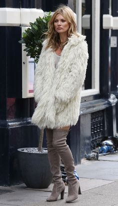 Kate Moss en cuissardes                                                                                                                                                                                 More