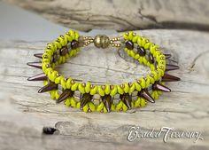 """Rockstar"" beaded bracelet with spike beads, Superduo beads Miyuki cubes and seed beads. Beading pattern by BeadedTreasury"