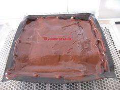 Lorsque j'ai vu ce dessert de Cyril Lignac dans le magazine gourmand, je l'ai testée le jour même et nous avons adoré. Alors, si comme nous vous aimez l'association chocolat-mascarpone, suivez moi... Tea Time, Food And Drink, Cooking, Magazine, Meringue, Cakes, Sugar Cake, Kitchen, Merengue