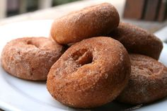Apple Cider Donuts from Atkins Farm in Amherst, Massachusetts. THE BEST. i look foreword to these every fall Vegan Pumpkin Pie, Gluten Free Pumpkin, Pumpkin Spice, Apple Fritter Recipes, Donut Recipes, Gluten Free Donuts, Gluten Free Sweets, Apple Cider Doughnut Recipe, Best Apple Cider