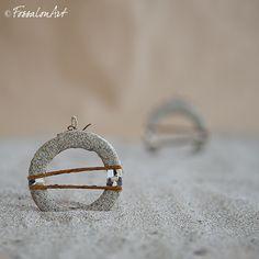 Orecchini in corda, sabbia e frammenti di conchiglie Orecchini dal sapore...di una passeggiata al molo.