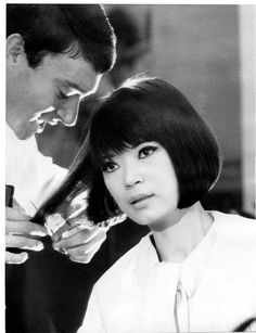 Mai kedvenc #Sassoon Vidal Sassoon cutting hair in 1961