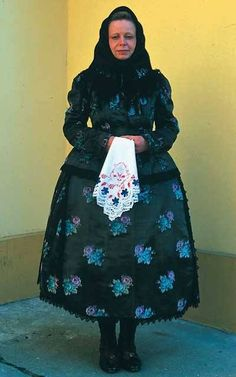 Wealthy woman's costume from Kalocsa, Hungary (XIX century) Folk Fashion, Fashion Art, Folk Costume, Costumes, Hungarian Embroidery, Sheer Beauty, Western Outfits, Female Portrait, Traditional Dresses