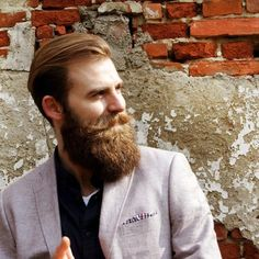 now this is a beard I want! Wonderfully long and shaped perfectly!