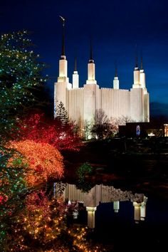 The Washington DC Temple at Christmas. More great Christmas pictures for your lessons, family, and to share the Gospel online here: