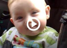 A baba alig bírja nyitva tartani a szemeit, majd elalszik, de még most is mosolyog Minion, Ale, Children, Toddlers, Boys, Ales, Minions, Kid, Babys