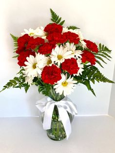 Red carnations and daisies flower arrangement