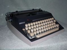 Mechanische Reiseschreibmaschine Triumph Gabriele 35 mechanical typewriter
