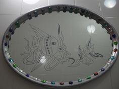 Balık desenli çok şık ve sade banyo aynası, çerçevesi gümüş sprey boyalı, desende röfley macun ve mavi sim karışık kullanıldı.
