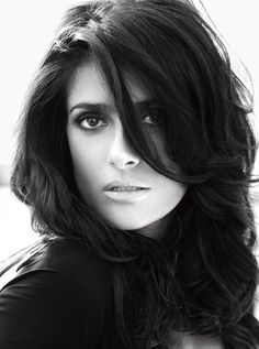 Salma Hayek by Alexi Lubomirski.I like this portrait. She is gorgeous but interesting. So many beautiful women so few that are interesting as well. I think I could take quality photos if I had the right subject. Most Beautiful Women, Beautiful People, Stunningly Beautiful, Salma Hayek Photos, Selma Hayek, Jolie Photo, Classic Beauty, Pure Beauty, Timeless Beauty