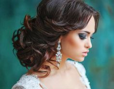 21 Classy and Elegant Wedding Hairstyles - MODwedding- For more amazing finds and inspiration visit us at http://www.brides-book.com